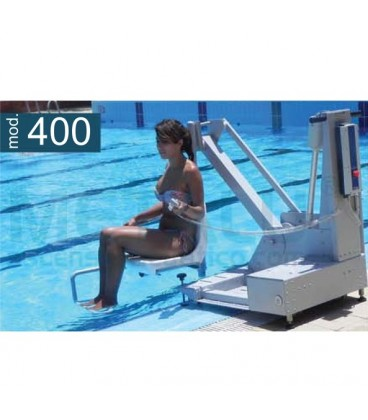 Portable Elevator 400, facilitates access to the pool for people with reduced mobility